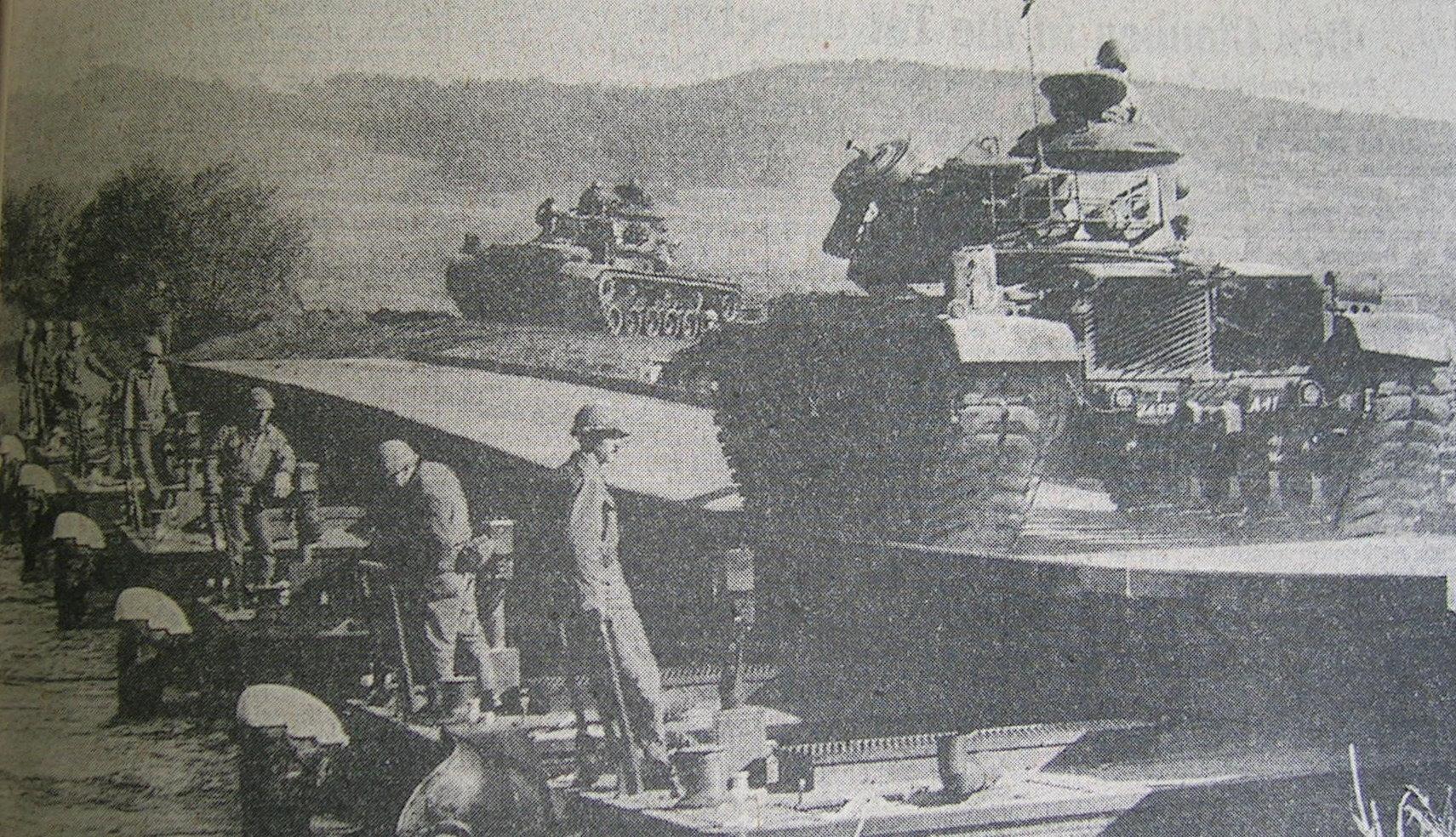 M60-Panzer fahren über den Main