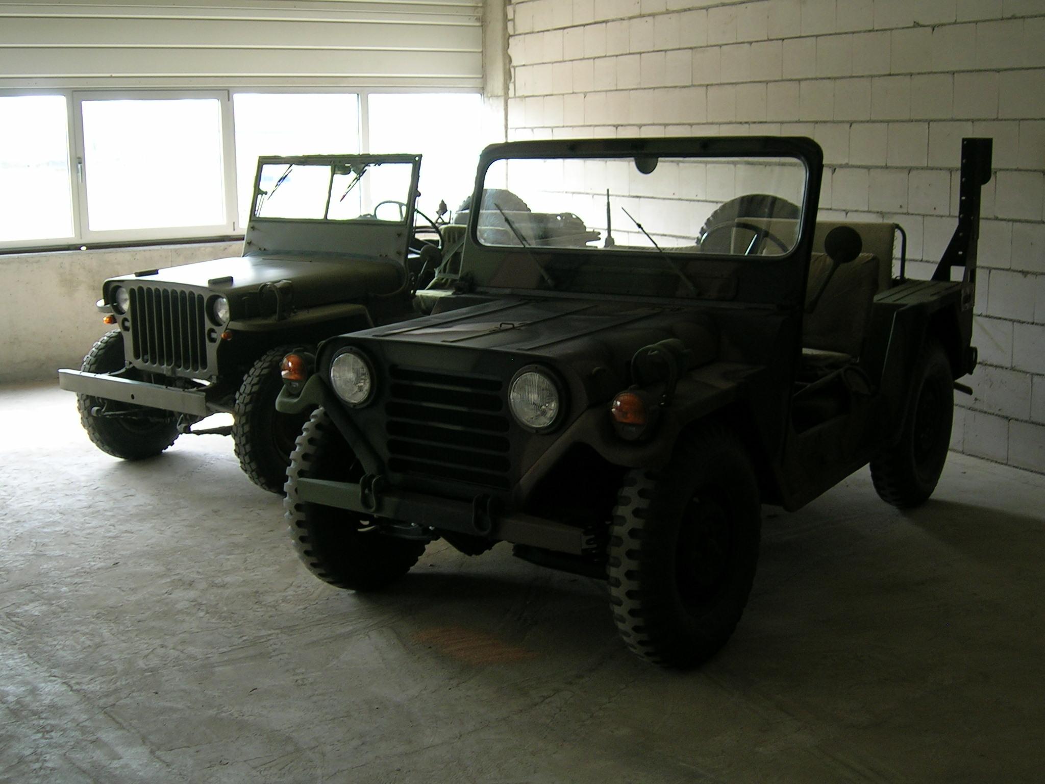 Ein M201 und ein M151 nebeneinander