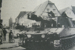 Haubitzenpanzer M109 auf der Kreuzung in Haßfurt